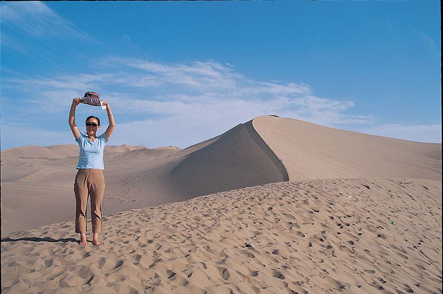 둔황-사막과사람.jpg